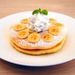 Moke's Hawaii - 『バナナパンケーキ』 900円 たっぷりのバナナを生地に入れて焼き上げたパンケーキです!
