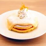 Moke's Hawaii - 人気No.1メニュー『リリコイパンケーキ』900円 パッションフルーツのクリームソースがたっぷりかかったパンケーキです。