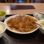 Misenrou - 芝海老のチリソース炒め 950円 殆どが揚げワンタンの皮