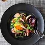 ダイニングルーム ウェスタンキュイジーヌ - 料理写真:秋の野菜と果実グルメサラダ