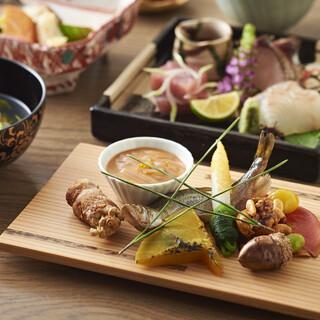 素材にこだわり、その時季ならではの和食をお届けいたします