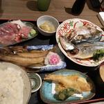 魚がし食堂 中央市場店 - お刺身とお魚定食