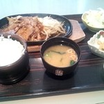 季潤舎 - 料理写真:鉄板豚肉の生姜焼定食(2012/5)