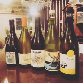 豊富に取り揃えた自然派ワイン