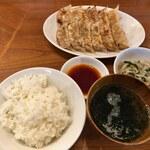 137253042 - ランチ定食(焼き餃子ニラニンニクなし)+追加焼き餃子(ニラニンニクなし)