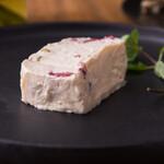 祖師ヶ谷バル haracucci - ドライフルーツとチーズのテリーヌ