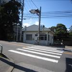 13726025 - いさとへと続く道3(道中にて交番前)