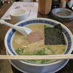 まんぼ亭 - とりダシらーめん500円。濃厚系鶏白湯ですが、あまり脂っこくなく、コラーゲン感はたっぷりなので、美容に良さそうです。