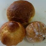 13726908 - かぼちゃパン(上。¥50)、くるみパン(右下。¥35)、ブリオッシュ(左下¥120)