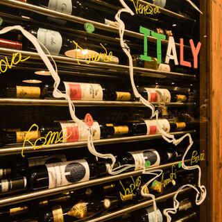 産地を問わずセレクトする種類豊富なワインや、自家製サングリア