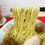中華そば 竹千代 - 麺は細めでそれほど硬くなく、優しい風味のスープにマッチ。春よ恋・ゆめちから・群馬小麦のブレンド