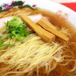 中華そば 竹千代 - メンマは愛媛産の孟宗竹。チャーシューは群馬のSPF豚、そして九条ねぎ。国産素材にこだわる
