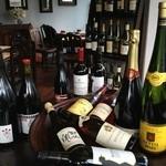 喃喃 - 自然派のワインをボトルで\2800~リーズナブルな価格で楽しめます