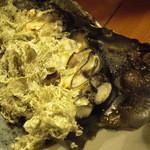 13728860 - 出し昆布の上で焼かれた牡蠣の上におぼろ昆布をトッピング。