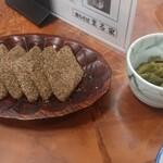 裁ちそば本家六代目 まる家 - はっとう。ちょっと甘くて、蕎麦だけだと物足りない胃袋の隙間にちょうど(^_^)