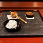 とっぴんぱらりのぷ - とんぶり豆腐 ガーリック海苔巻き 比内地鶏胸焼き
