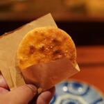 とっぴんぱらりのぷ - 手焼き煎餅(塩味):男鹿の塩を使用