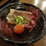 Minnanofuresshu - 炙り鷹栖牛の漬け卵黄 400円
