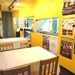 アヤズキッチン - 店内の中央には大きな焼き台ブース!!