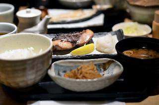 小割烹おはし 恵比寿 - イナダ塩焼き定食