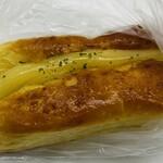 ともべベーカリー - 「濃厚チーズドッグ」350円税込み