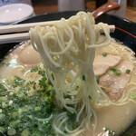 博多らあめん てん - 麺は細麺の平打ち系