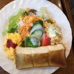 グリーングラス - サラダのボリュームが半端ない!