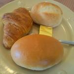 13730386 - Bセットのパン