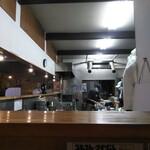 麺や樽座 - 広い厨房