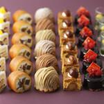 SATSUKI LOUNGE - 料理写真:サンドウィッチ&スイーツプレゼンテーション~栗とぶどう~スイーツラインナップ