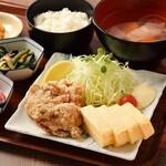 「メイン」と「副菜」が選べる組み合わせ定食