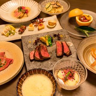 【月替わりの旬のコース料理は肉料理を存分にお愉しみ頂けます】
