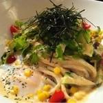 和麺 TURURU - 温玉付サラダうどん 880円