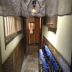 井泉 - 奥の小窓が勘定場