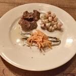 エチェガライ - 前菜盛合せ:豚ハツのコンフィ、ひよこ豆 ベーコン セロリのアイオリ、ボケロネス(イワシの酢漬け)キャロットラペ添え