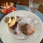 ブックカフェ ふくろう - 料理写真:ケーキセットのモンブラン アイスクリーム添え