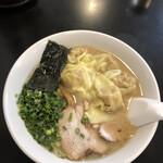 137318869 - 雲呑麺