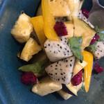 旬菜処 びいどろ - 料理写真:ドラゴンフルーツと水なすのサラダ