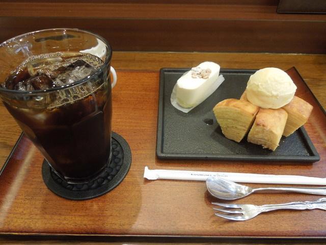 カサブランカクラブ 日本橋黒門市場店 - 焦がしバウムとチーズケーキセット