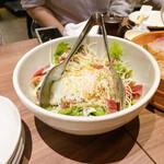 koshitsuizakayakaisenrobatayakikuukai - 半熟玉子と炙りベーコンのシーザーサラダ
