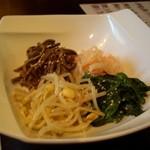 Yakinikutoraji - 前菜はナムル