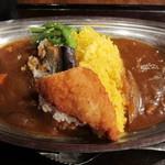 開運1円カレー - 中央に白飯とターメリックライス