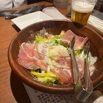 UNO - サラダは生ハムと温玉を使ったサラダでした。