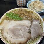 137341669 - ランチ並(中華そば+肉ごはん小+おしんこ)+柔らかバラ肉1枚 ¥790+200→税込み¥1089