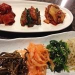 韓屋 - 料理写真:キムチ、ナムル