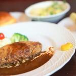 洋食ダチェス - ハンバーグとカニコロッケ1480円