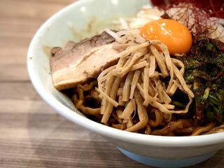 くじら食堂 - 限定の「あBlack」900円と生卵・50円
