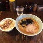 らーめん がら屋 - 醤油ラーメン 700円(税込) ねぎ豚めし 200円(税込)