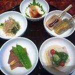京都ぎをん 八咫 - 「豚の角煮」「生麩田楽」「青菜の煮びたし」「湯葉」「ジュンサイのよせもの」