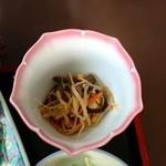 あたりや - チキン唐揚げ定食:小鉢(ナムル)
